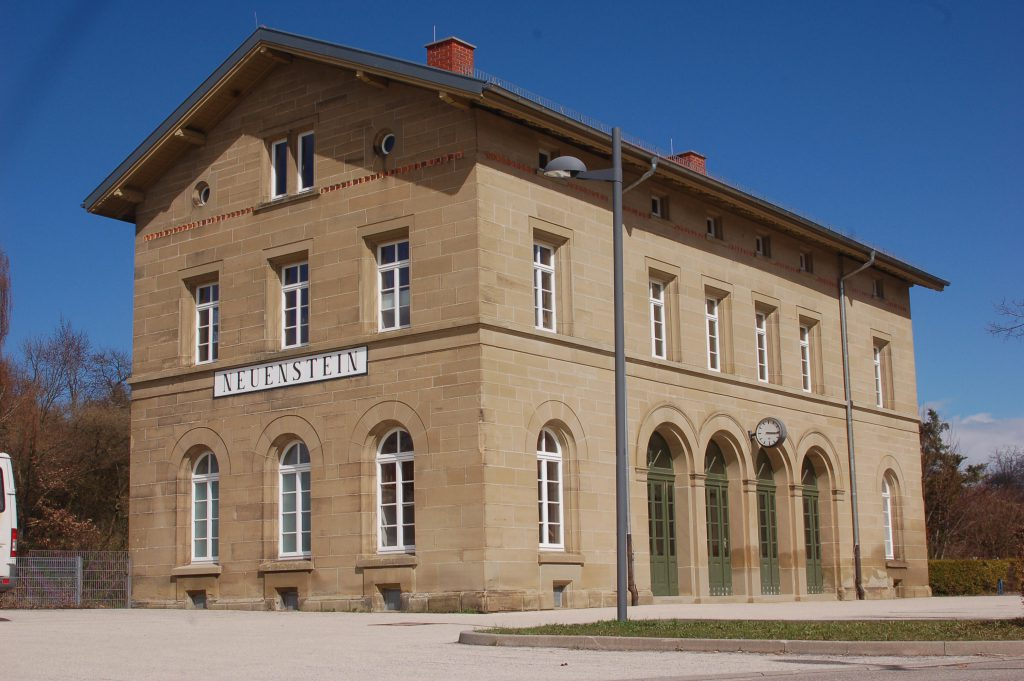 bahnhof-aussen-1
