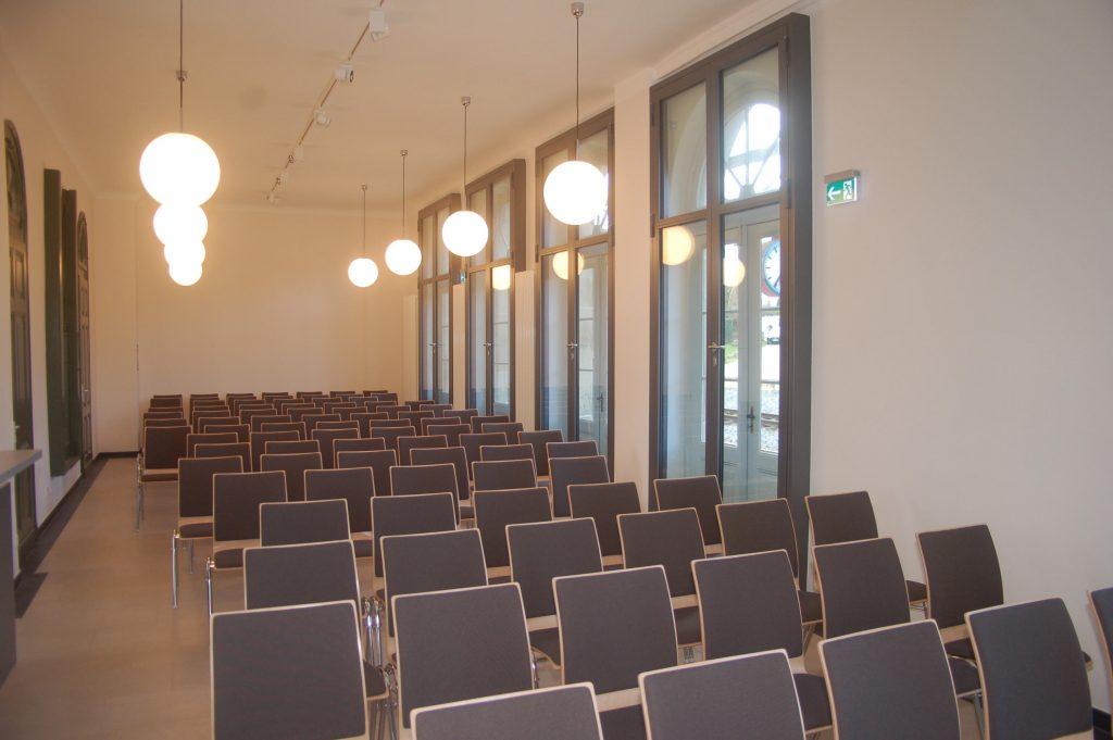 bahnhof-innen-01